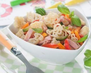 Pâtes au jambon et petits légumes : http://www.fourchette-et-bikini.fr/recettes/recettes-minceur/pates-au-jambon-et-petits-legumes.html
