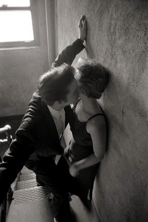 Alfred Wertheimer. Elvis kissing. 1956
