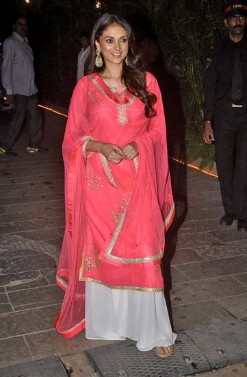 Aditi Rao Hydari in Amrita Thakur, great color!