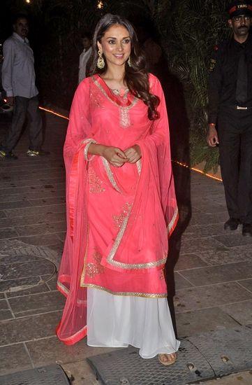Aditi Rao Hydari in Amrita Thakur, great color!