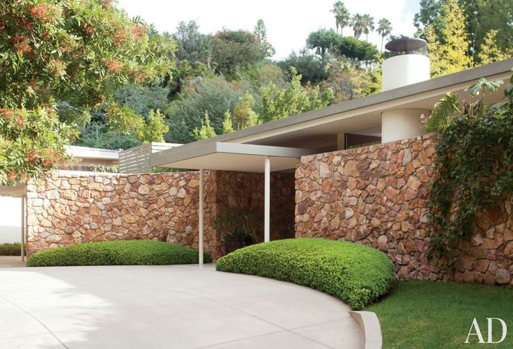 Hollywood talent manager Eric Kranzler retained his Beverly Hills home's 1950s front drive and façade. The landscape design is by Art Luna Garden.