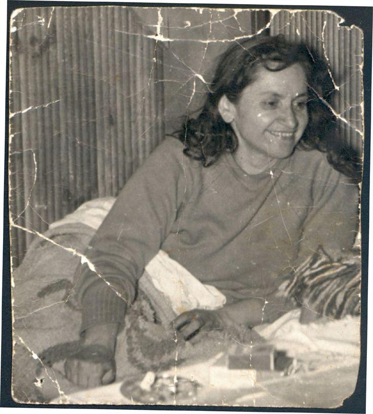 Violeta Parra. En su casa, Segovia 7366. La Reina, Santiago. 1960