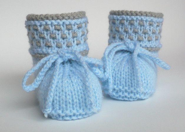 Diese Babyschuhe habe ich in liebevoller Handarbeit aus Babywolle gestrickt und gehäkelt.          Farben: hellblau und hellgrau  Hingucker ist das zweifarbige...