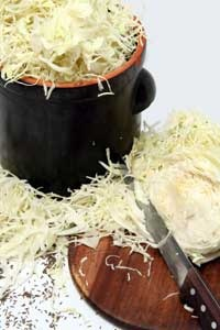 How did produce keep before refrigeration? It was fermented! Get your ferment on with these instructions for making sauerkraut.