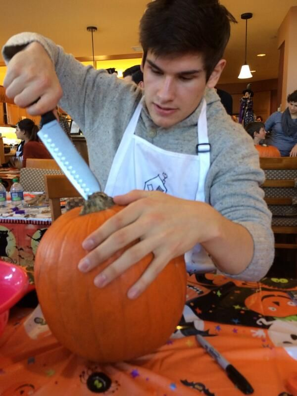 NHL Flames rookie Sean Monahan shows how he is celebrating #HockeyHalloween. (Photo by: Mikael Backlund, @mbacklund11)