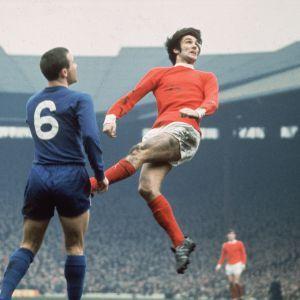 George Best, en un partido entre el Manchester United y el Chelsea en 1968.