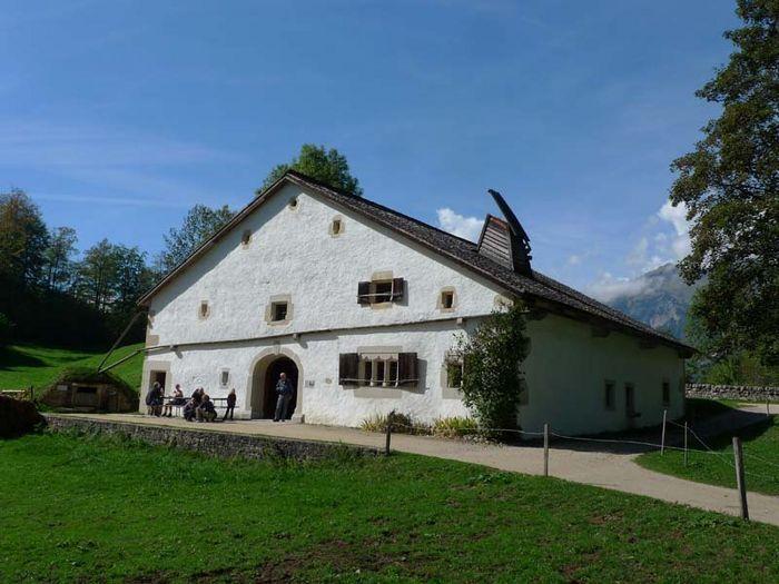 1344 best Swiss Chalet, Häuser und Bauernhäuser images on Pinterest ...