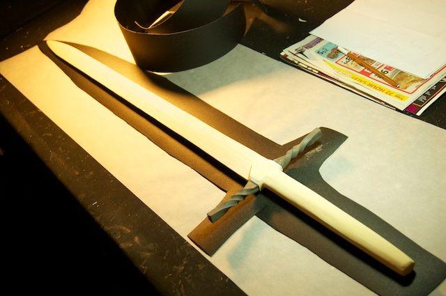 Tutorial making a sword with balsa wood, EVA foam, foam board and Worbla.