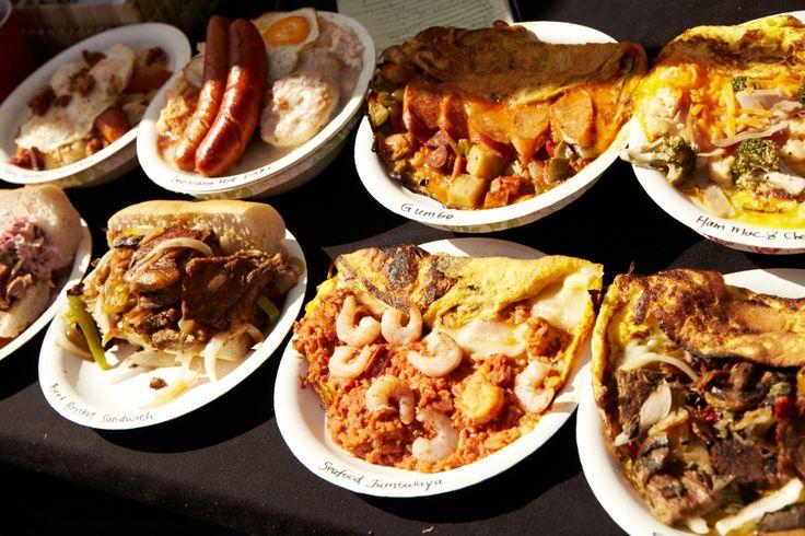 プレートランチはボリュームたっぷり。 大きなソーセージや具材たっぷりのサンドイッチで、お腹いっぱい!