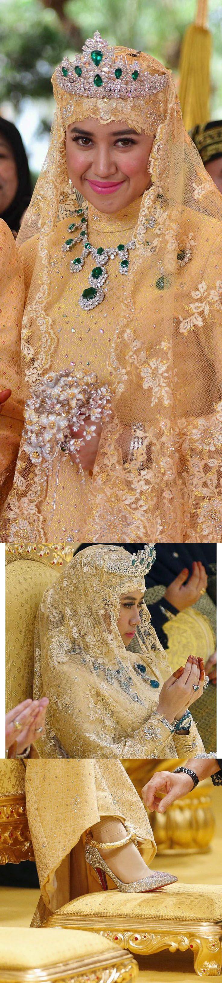 El Príncipe Abdul Malik, hijo del sultán de Brunei, se casó con Dayangku en 2015. La novia llevaba un aderezo de oro, diamantes y esmeraldas en forma de flores formado por una tiara de diamantes tachonada con seis esmeraldas en forma de lágrima, un collar de diamantes con un colgante central de tres esmeraldas, un broche a juego de dos esmeraldas en forma de huevo colgaba de ajuste del diamante y pulseras y anillos de esmeraldas y diamantes, además pulseras de tobillo de oro.