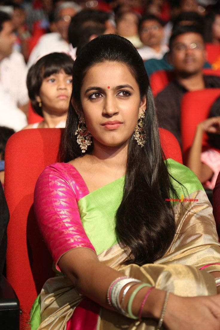 Niharika-Konidela-at-Oka-Manasu-Audio-Launch-04.JPG (1067×1600)