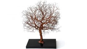 Oak tree of C.F.G Creazioni Artigiane Reproduction of an oak made of copper wire, worked through patient and painstaking twists performed by hand. Its roots are imprisoned in a resin casting.