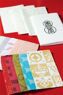 <唐長>日本で唯一、江戸時代から続く唐紙屋。先祖代々受け継がれた文様から生まれる唐紙は、桂離宮や二条城にも用いられるほど。京都を訪れる度に、手漉き和紙のポチ袋を購入するのを楽しみにしています。  ●唐長四条烏丸  tel.075-353-5885  Photo:TOMOKO TERASAKA 【25ans編集長 十河ひろ美】 lexus.jp/... ※掲載写真の権利及び管理責任は各編集部にあります。LEXUS pinterestに投稿されたコメントは、LEXUSの基準により取り下げる場合があります。
