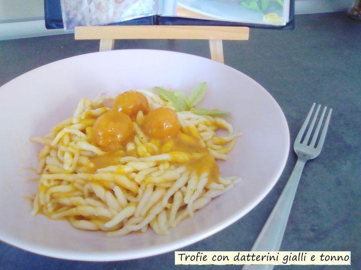 Trofie+con+datterini+gialli+e+tonno
