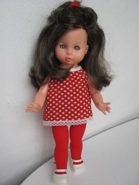 Pusle dukke i rødt