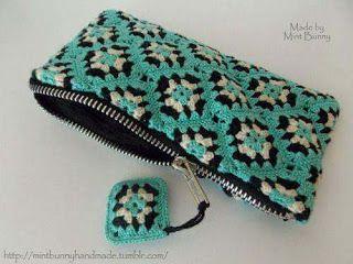 Cartucheras a Crochet verde  http://www.kangutingo.com/2016/07/cartucheras-crochet.html