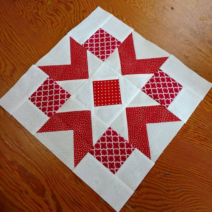 @felicityquilts Block 2 in #thecanadiansampler, by Daphne Grieg called Pacific Stars.