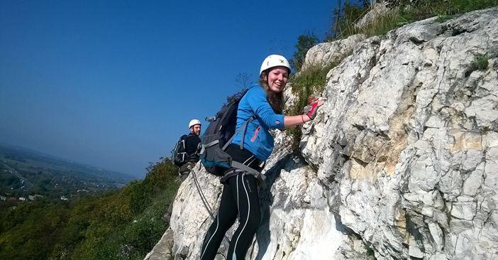 Lenyűgöző via ferrata élmény a Kő-hegyen A via ferrátát egy új extrém sportként definiálhatjuk, tulajdonképpen modern hegymászás korszerű eszközökkel, ami mindenki számára elérhető és Magyarországon is egyre nagyobb népszerűségnek örvend. Vajon mi a titok? KATTINTS IDE!