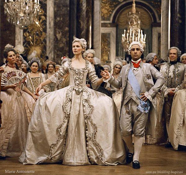 Marie Antoinette... No será la mejor adaptación, pero el vestuario es excelente :)