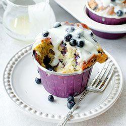 Muffinki z jagodami i polewą z białej czekolady | Blog | Kwestia Smaku