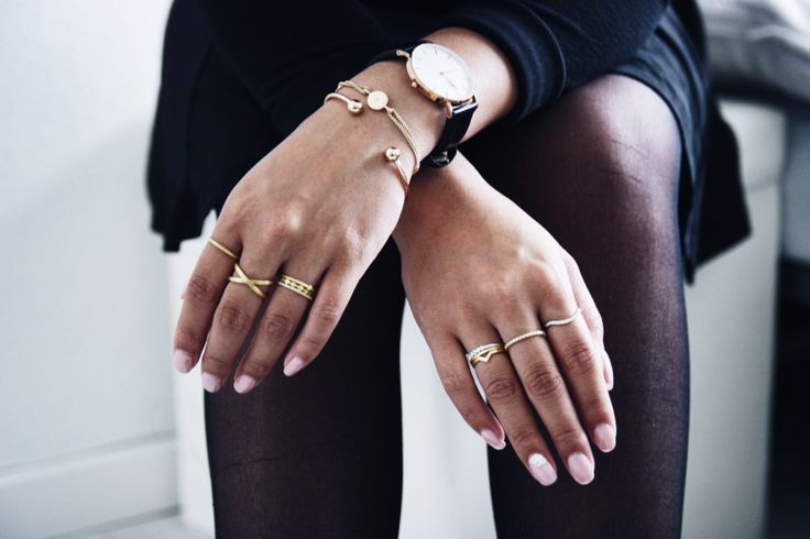 #hvisk #stylist #nails #acryl #rings #gold #stones #summer #black