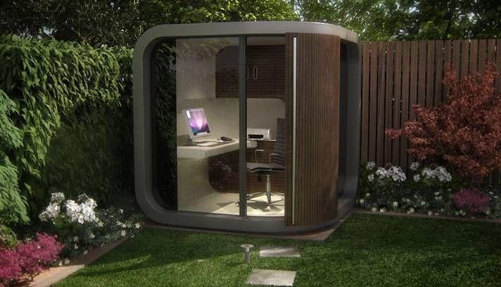 Que churrasqueira, que nada! Um pequeno cubículo de madeira e vidro no jardim da casa fazem as vezes de escritório Foto: Reprodução da inte...