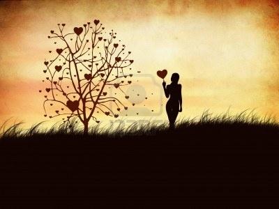 Силуэт девушки с сердцем и дерево Фотография, картинки, изображения и сток-фотография без роялти. Image 12273513.