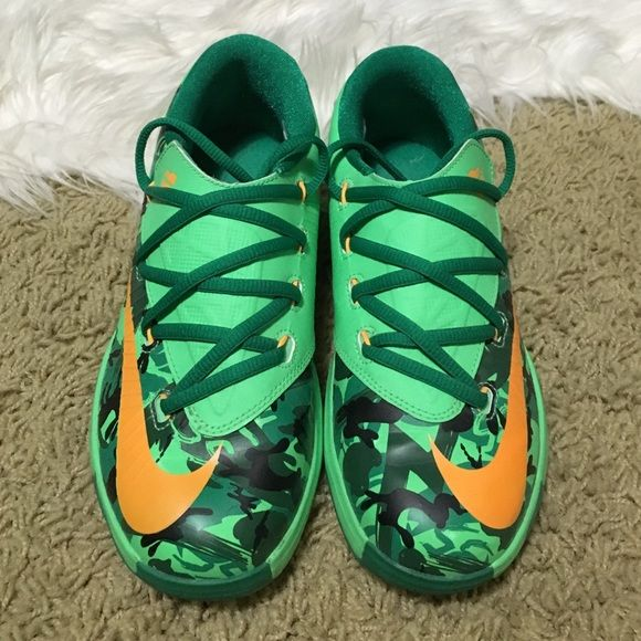 'Easter' Nike KD 6 The easter edition of the Nike KD 6. Green-black-orange. 8/10 condition. There is a non noticeable crease in the toe area. Everyone loves these shoes  but they are too small for me. The black part of the camo are actually bunnies. Released: April 18th 2014. Childs size 3, could fit a women's size 5. Do not have box. Nike Shoes Sneakers