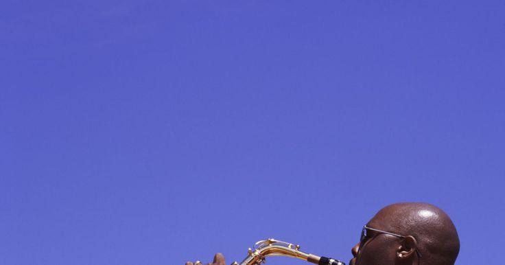 Saxofonistas altos famosos. É difícil encontrar uma forma de música que não usa um bom saxofonista alto. Gypsy jazz, big band jazz, dixieland, blues, country, Rhythm 'n' Blues, rock clássico e rock 'n' roll representam a variedade de gêneros que usam esse instrumento. Certos músicos se destacam como os saxofonistas altos amplamente aceitos e aclamados pela crítica de todos ...