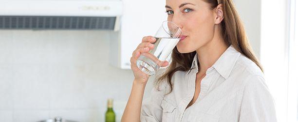 Günde 2,5 Lt Su Kaybediyoruz, Günde 2,5 lt su kaybediyoruz. Su o kadar gerekli ki vücudun yapı taşlarından olan hücrelerin neredeyse tamamı sudan oluşmakta