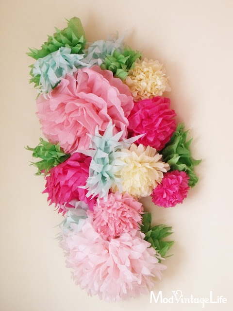 love these PAPER FLOWERS <3