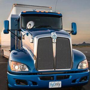 """ELEKTROMOBILITÄT: TOYOTA PRÄSENTIERT BRENNSTOFFZELLEN-TRUCK  Der japanische Automobilhersteller hat unter dem Namen """"Project Portal"""" einen wasserstoffbasierten Brennstoffzellenantrieb für Lkw entwickelt. Damit hat Toyota nach dem Brennstoffzellen-Pkw und -Gabelstapler nun auch einen Lastkraftwagen mit der neuen Antriebtechnologie ausgestattet..."""