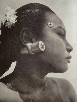 Indonesian woman early 1900s.