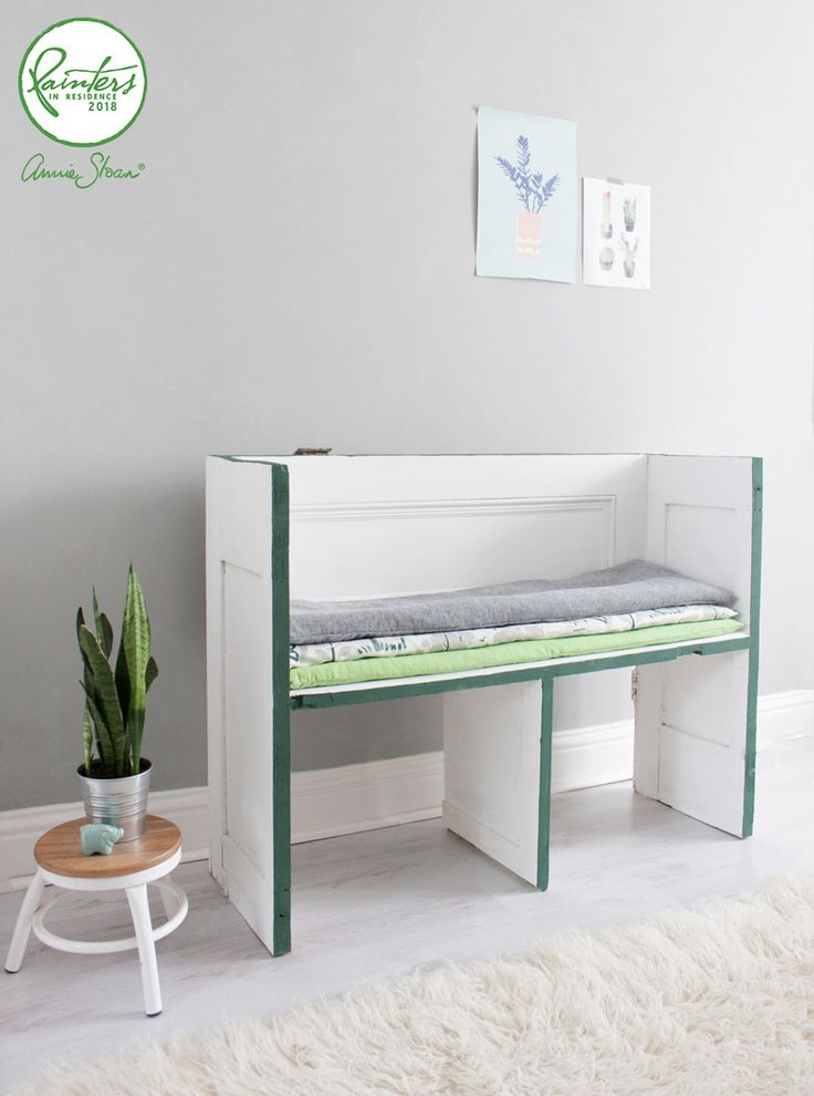 This rustic bench was created from an old reclaimed door by Annie Sloan's Painter in Residence, Hester van Overbeek! The bench is painted with Chalk Paint® in Pure and the edges are lined with Amsterdam Green. The seat cushions are upholstered with fabric from Annie Sloan's Fabric Collections. A very Scandinavian yet rustic look.