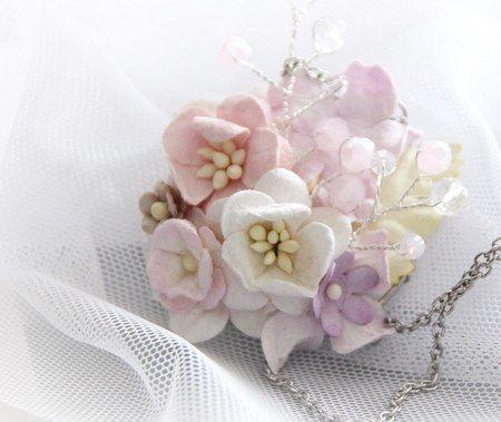 Украшения из искусственных цветов, сделанное своими руками, превосходным мастером на все руки Лидией Гущиной, делающие также свадебные украшения