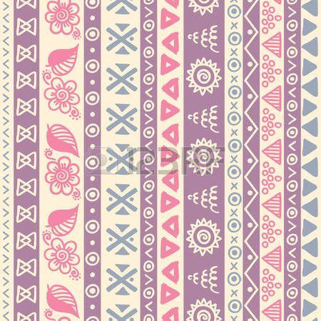Tribal gestreepte naadloze patroon. Hand getrokken aztec achtergrond. Zachte kleuren. Kan gebruikt worden in stof ontwerp voor het maken van kleding, accessoires; het creëren van decoratief papier, verpakking, envelop; in web design, enz. photo