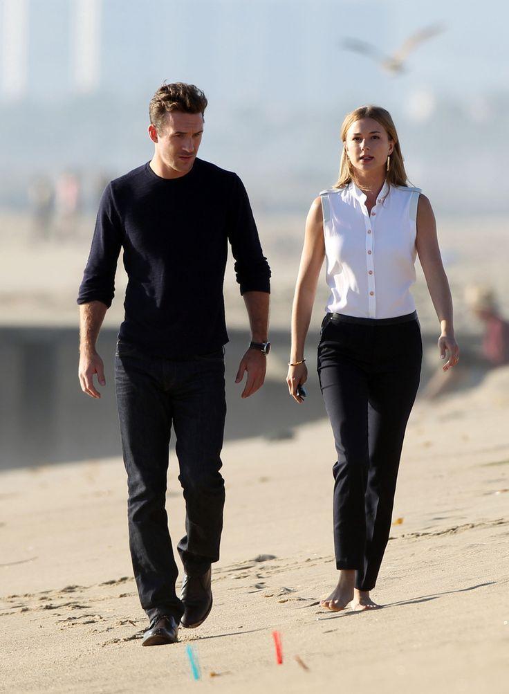 Revenge Season 3: Emily VanCamp and Barry Sloane Have a Serious Beachside Conversation (PHOTOS)