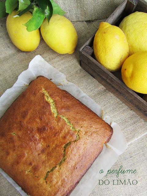 Bolo de limão, aveia e sementes de papoila