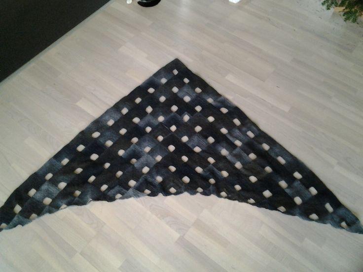 Strikket sjal -let at strikke -blev mit vinterprojekt 2013-14. Mønster fra Drops.