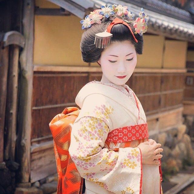 Maiko Henshin Shiki Geisha Beautiful Kimonos Kimono Japan
