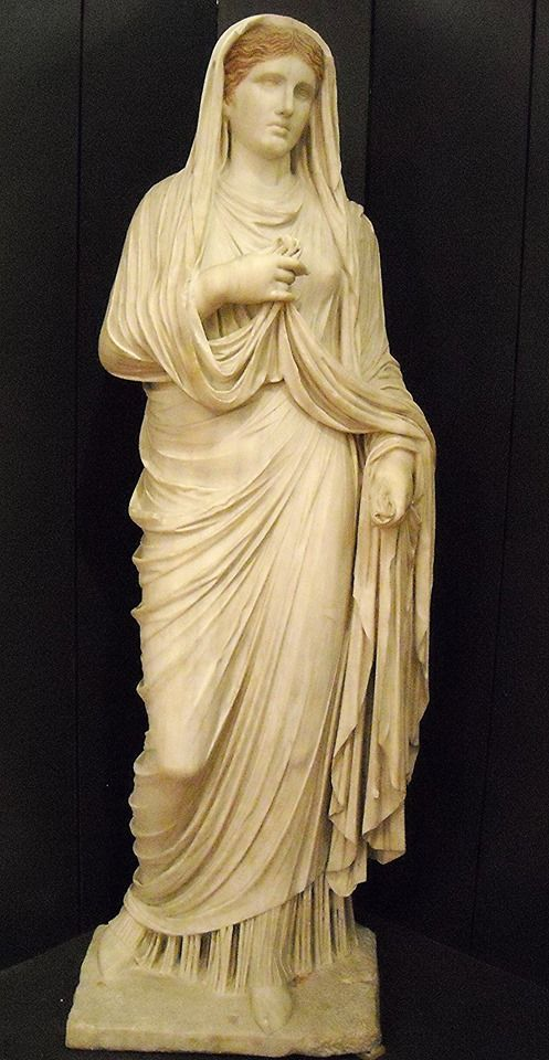 Statue of the priestess Eumachia (Tiberian age) - from Pompeii - Naples Archaeological Museum.