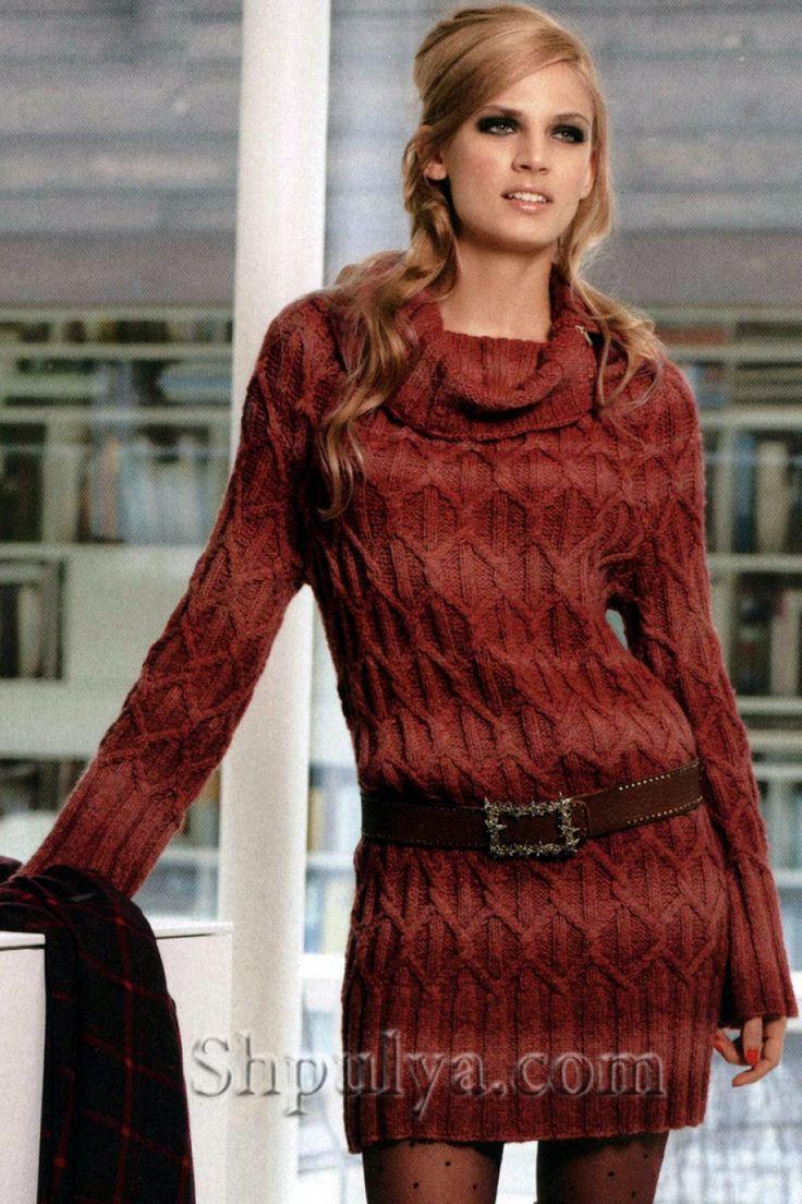 Платье с узором из кос, вязаное спицами