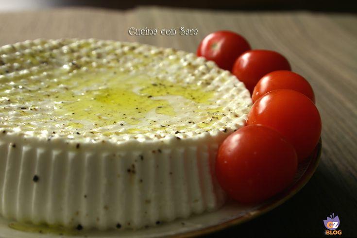 Fare il formaggio in casa è possibile e il procedimento semplice. Oggi vi do la ricetta formaggio prima sale: provatelo e vi conquisterà!