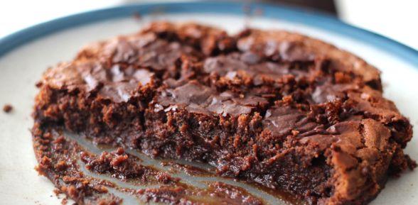 Decadent Marmite Butterscotch Brownies - By Elizabeth Shaw -- http://www.elizabethshaw.co.uk/recipes/marmite-brownies/