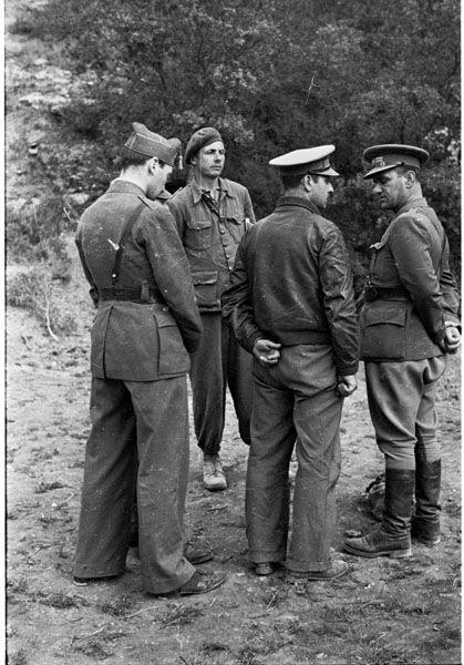 Spain - 1938. - GC - batalla del Ebro - Ramón Soliva, Jefe de la 45 brigada internacional, junto a otros militares.