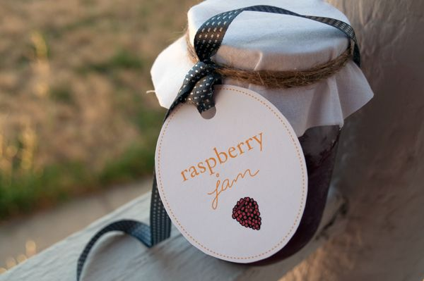 Downloadable labels for homemade preserves - Whether you like peach, blackberry or strawberry jam there's a label here for you. You'll find blueberry and raspberry, too.