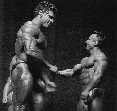 """Lou Ferrigno (6'5""""/197cm) and Flavio Baccianini (4'10""""/147cm) at the 1993 Mr. Olympia"""