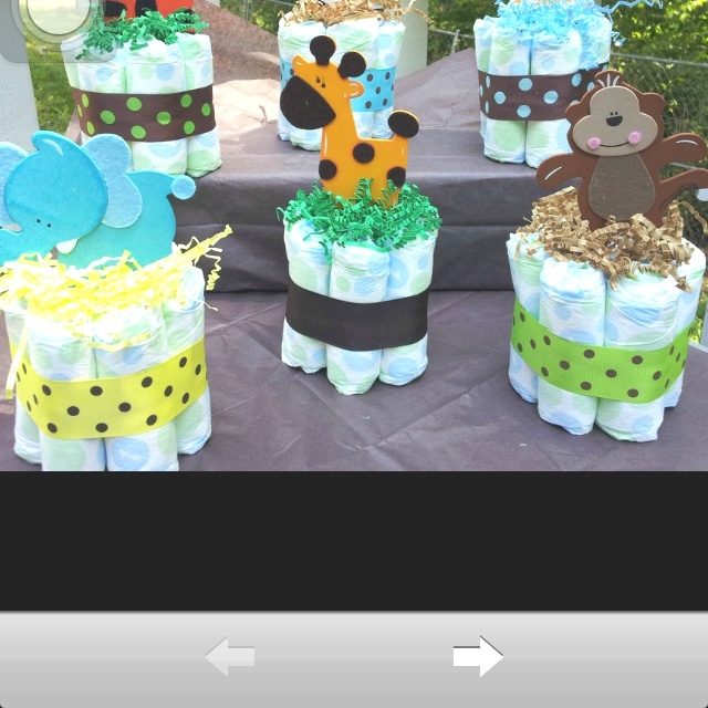 Mini Diaper cakes for baby showers! Would be great as center pieces on tables!