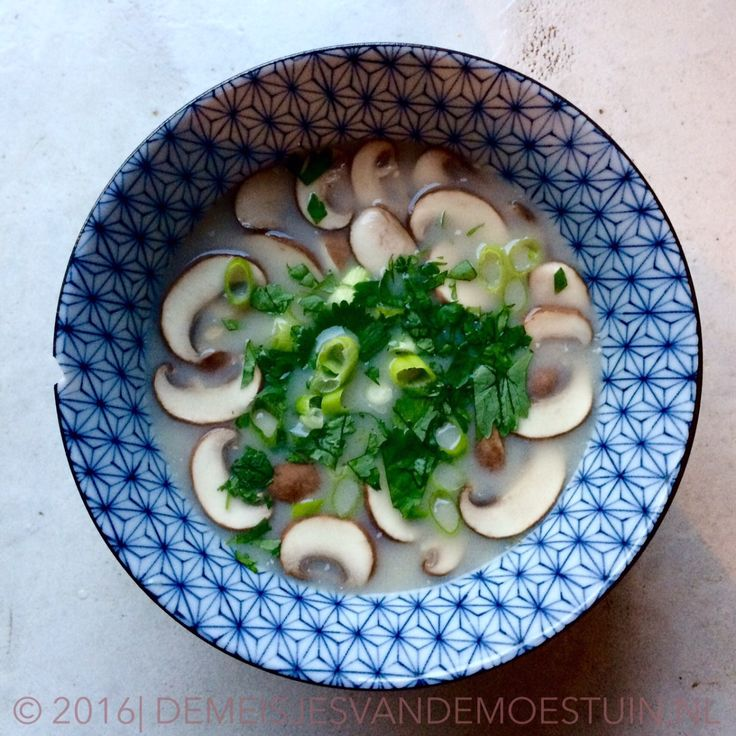 Thaise bospaddestoelen soep