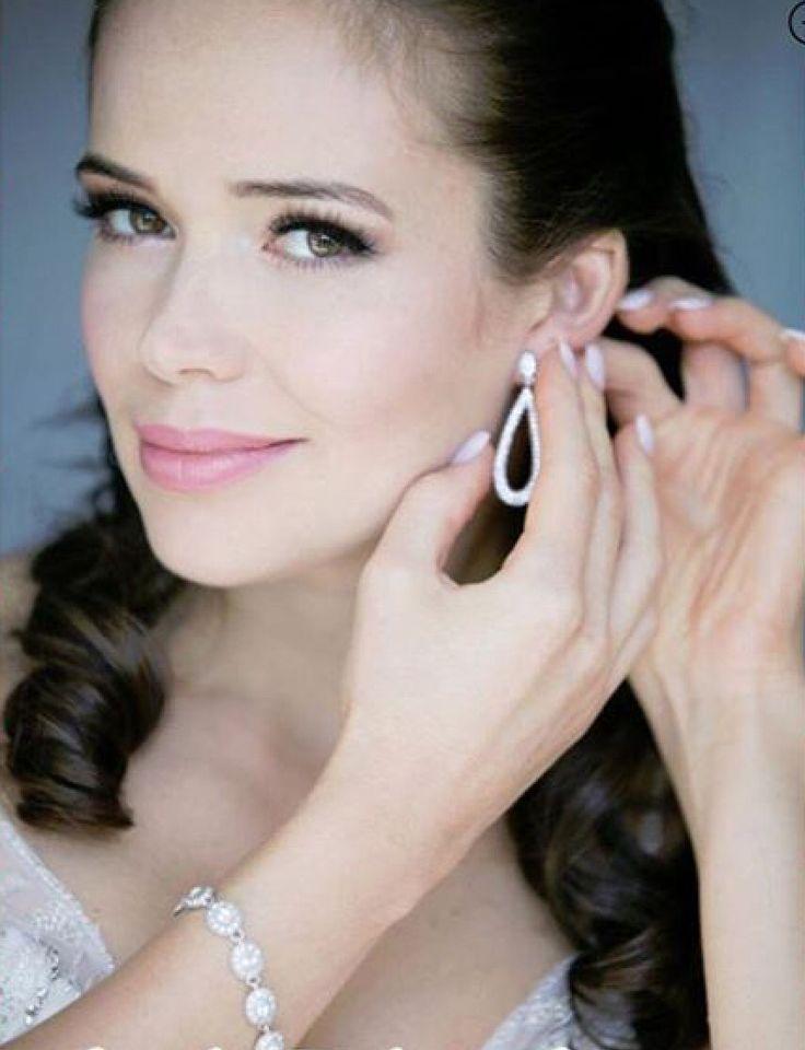 Gorgeous natural bride makeupbycolette.com #bridalmakeup, #naturalbridalmakeup, #pinklipstick